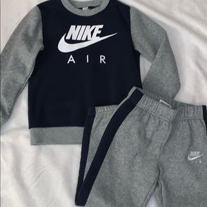 Nike outfit boy size 7